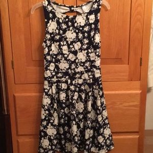Dresses & Skirts - Floral blue and white dress
